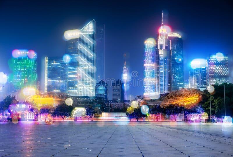 Vue de nuit des bâtiments modernes dans Guangzhou image libre de droits