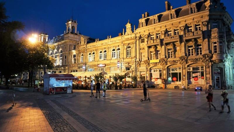 Vue de nuit du bâtiment lucratif, Ruse, Bulgarie image libre de droits