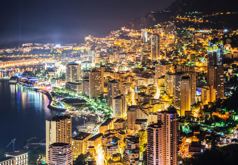Vue de nuit du Monaco photographie stock