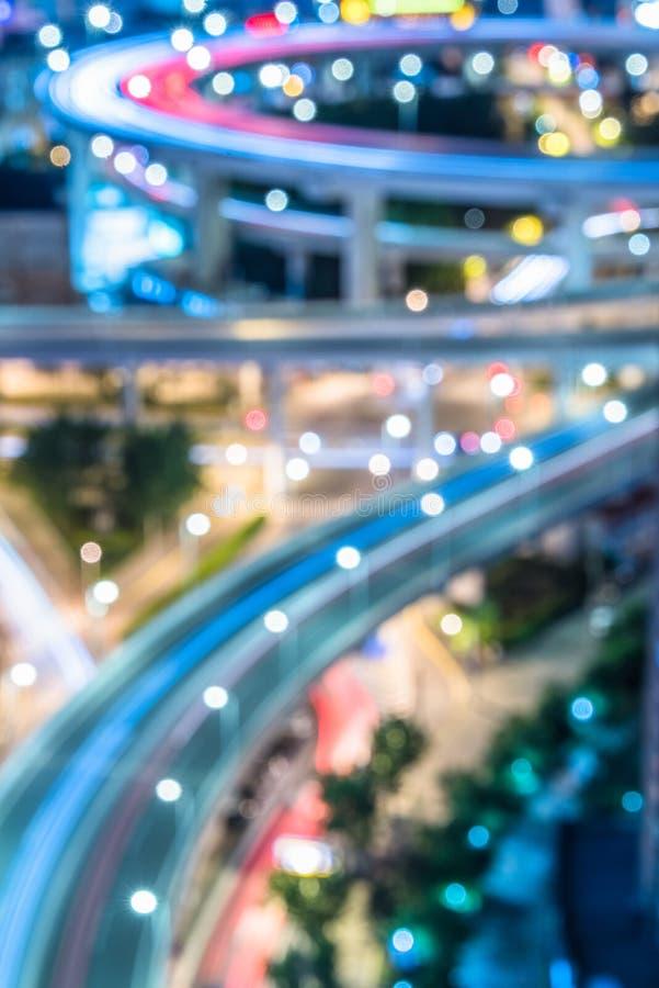 Vue de nuit du trafic urbain avec le paysage urbain à Changhaï, Chine photos stock
