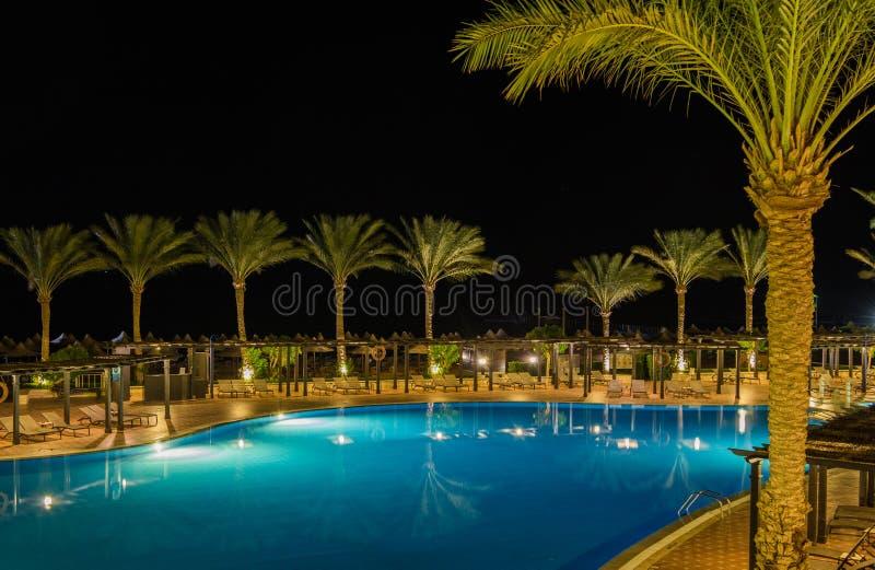 Vue de nuit de l'hôtel Jaz Belvedere Resort photographie stock