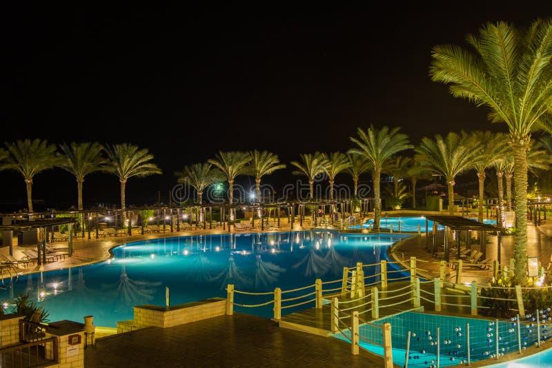 Vue de nuit de l'hôtel Jaz Belvedere Resort photos libres de droits