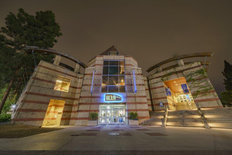 Vue de nuit de la librairie de l'UCLA image libre de droits