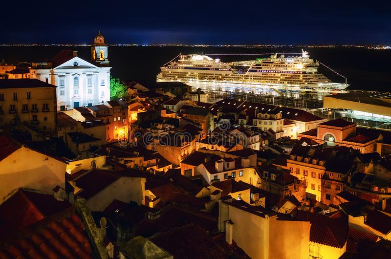 Vue de nuit de Lisbonne Portugal, secteur d'alfama image libre de droits