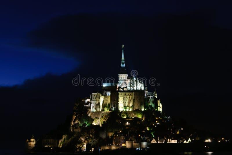 Vue de nuit de Mont Saint Michel france image libre de droits