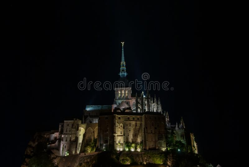 Vue de nuit de Mont Saint Michel france photographie stock