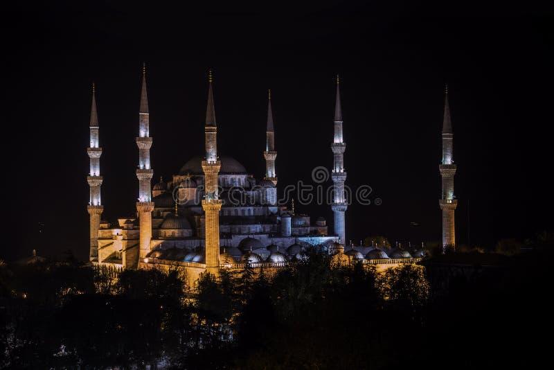 Vue de nuit de mosquée bleue d'architecture de tabouret à Istanbul, Turquie photos stock