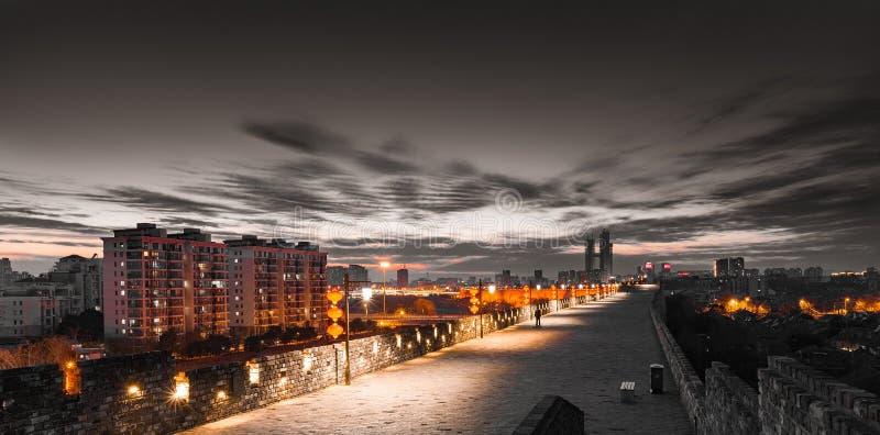 Vue de nuit de mur de ville de Nanjing photographie stock libre de droits