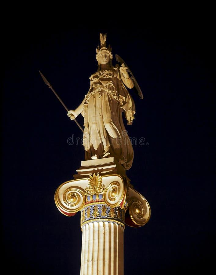 Vue de nuit de statue de la Grèce, de l'Athéna, la déesse grecque de la connaissance et sagesse photo stock