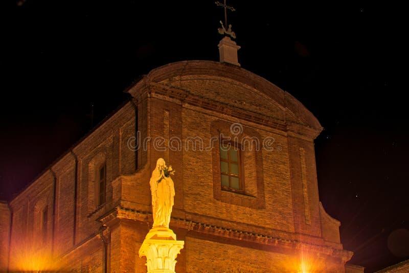 Vue de nuit de statue de Mary image stock