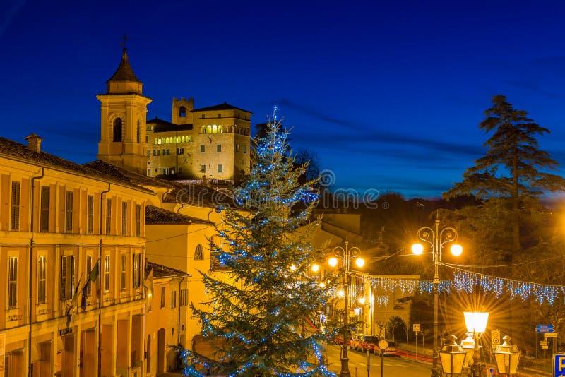 Vue de nuit de village médiéval à Noël photographie stock