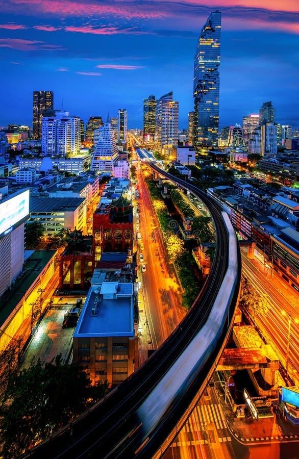 Vue de nuit de ville de Bangkok de centre d'affaires de Silom photographie stock libre de droits
