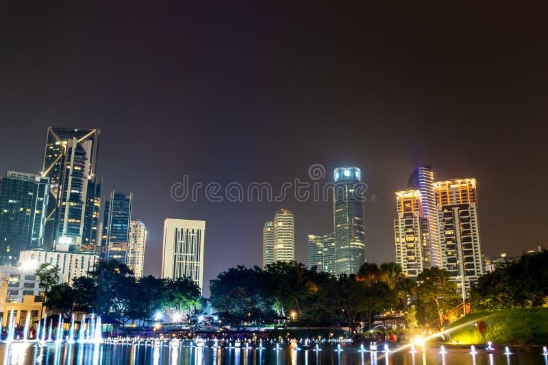 Vue de nuit de ville de Kuala Lumpur dedans en centre ville photos stock