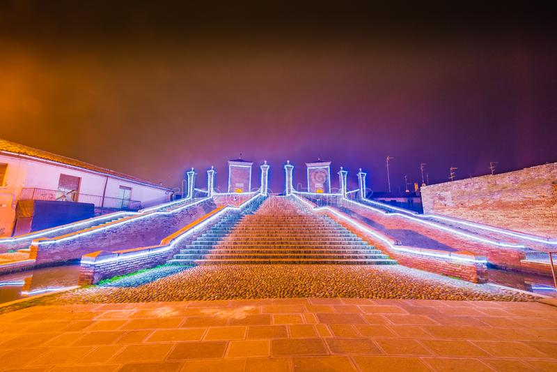 Vue de nuit de ville de lagune photographie stock libre de droits