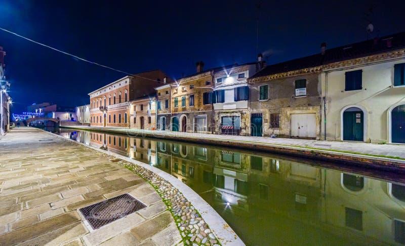Vue de nuit de ville de lagune photographie stock
