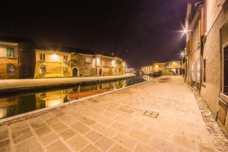 Vue de nuit de ville de lagune photo stock