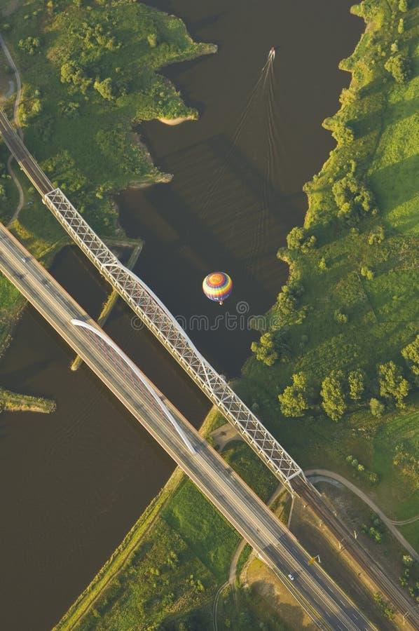 Vue de panier d'un ballon à air chaud photos stock
