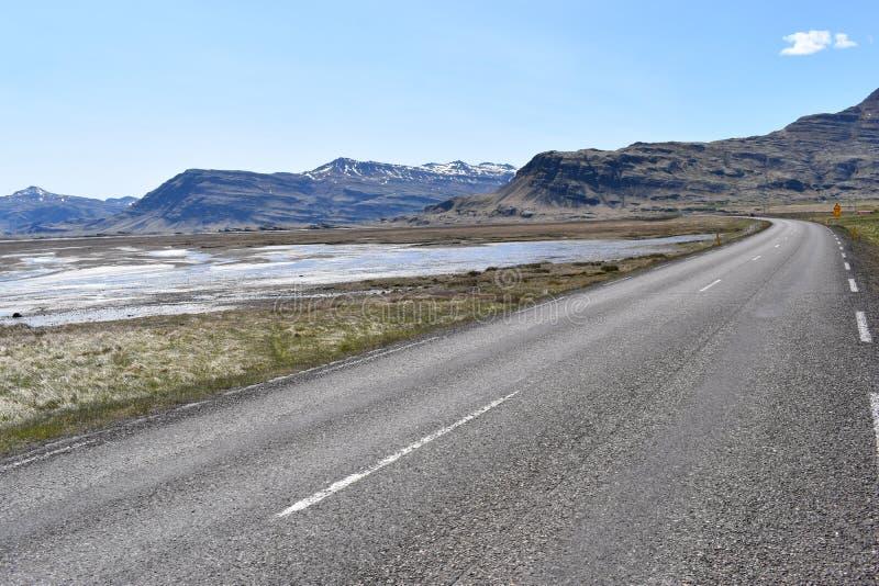 Vue de panorama aux montagnes de Vestrahorn dans le sud-est de l'Islande photos stock