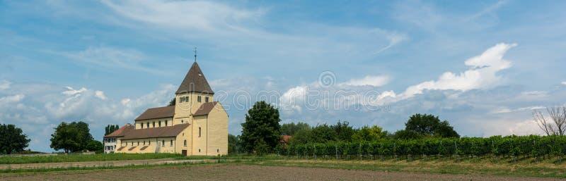 Vue de panorama de l'église de St Georg sur l'île de Reichenau sur le Lac de Constance photo stock