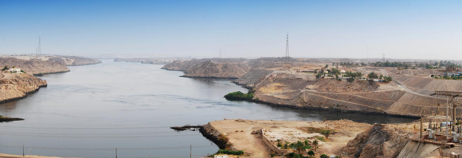 Vue de panorama de Nile River du barrage d'Assouan, Egypte photo libre de droits