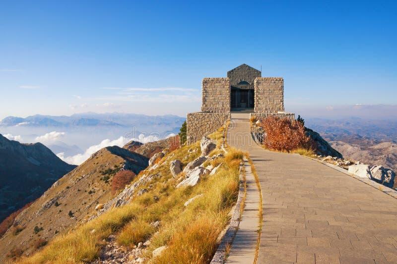 Vue de parc national de Lovcen et de bâtiment de mausolée de Njegos montenegro photographie stock