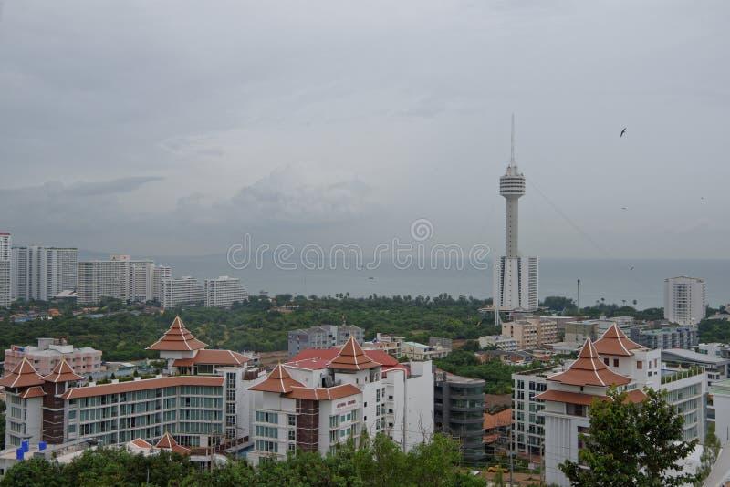 Vue de Pattaya avec la colline de Prayai thailand image libre de droits