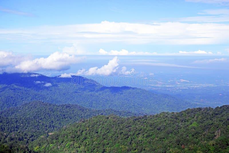 Vue de paysage de Genting Skyway en MONTAGNES de GENTING, MALAISIE image libre de droits