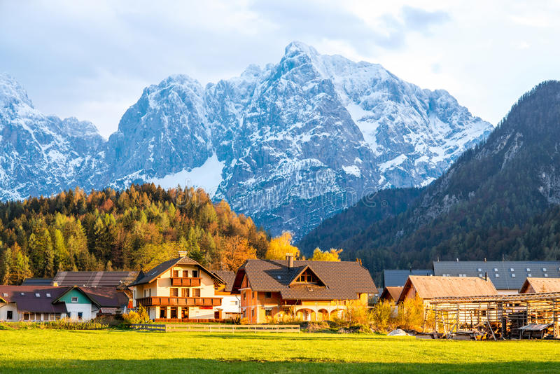 Vue de paysage sur les alpes slovènes photos stock