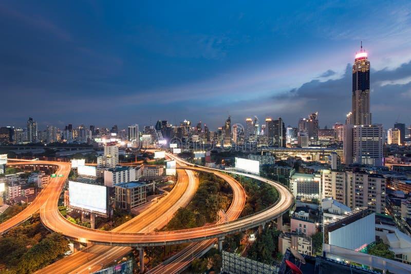 Vue de paysage urbain des affaires centrales de ville de Bangkok du centre avec ex photo libre de droits