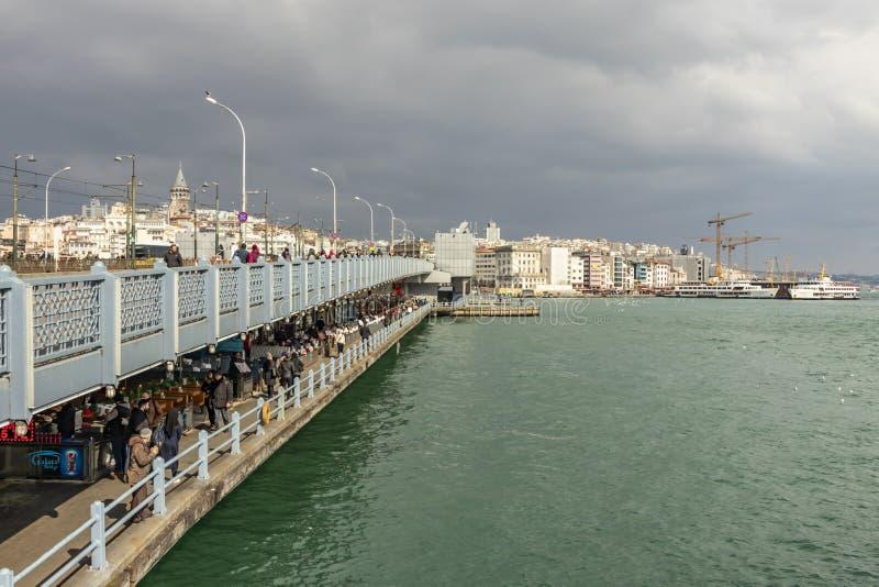 Vue de paysage urbain et de ville d'Istanbul avec le pont de galata et la vieille ville photographie stock