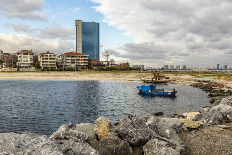 Vue de paysage urbain et de ville de yeÅŸilköy à Istanbul avec des bâtiments et des bateaux de la mer Sid images libres de droits