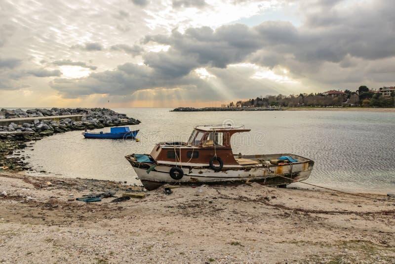 Vue de paysage urbain et de ville de yeÅŸilköy à Istanbul avec des bâtiments et des bateaux de la mer Sid photos stock