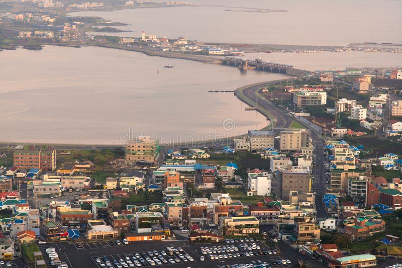 Vue de paysage urbain de lever de soleil de crête de Seongsan Ilchulbong photos libres de droits