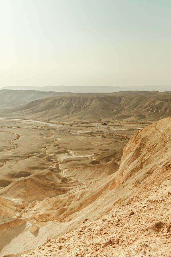 Vue de paysage de Verical sur la région sauvage sèche de Moyen-Orient en Israël photographie stock