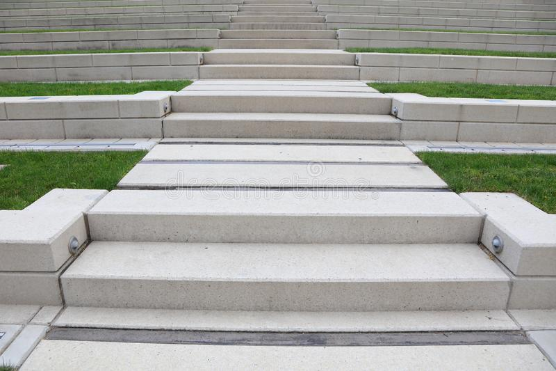 Vue de perspective des pas concrets photo stock
