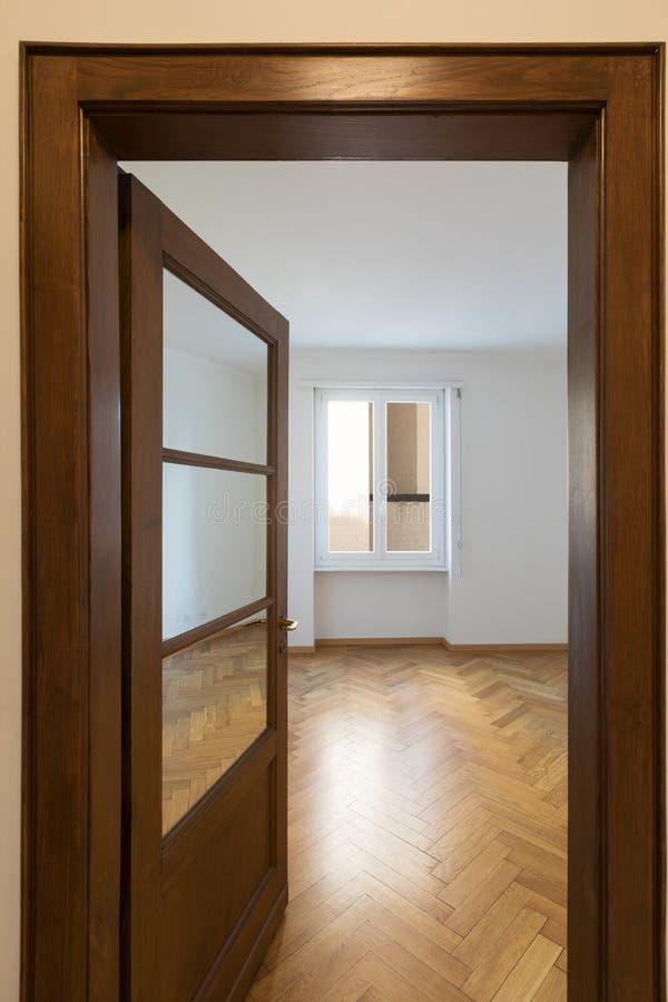 Vue de pièce vide de la porte d'entrée photos libres de droits