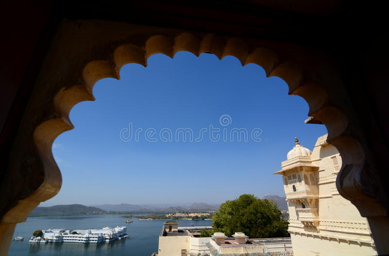 Vue de Pichola de palais de lac et de lac du palais de ville Udaipur Rajasthan l'Inde images stock