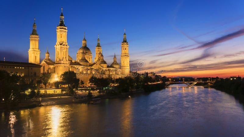 Vue de Pilar Cathedral à Saragosse, Espagne images libres de droits