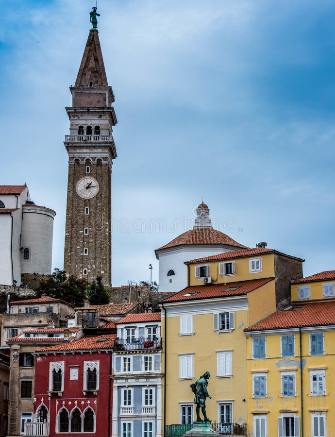 Vue de place de Tartini, Piran, Slovénie photo stock