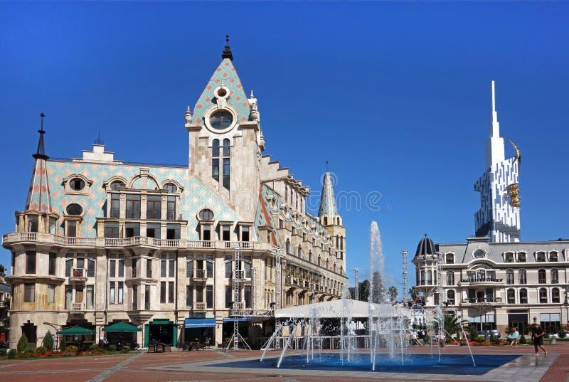 Vue de place de l'Europe avec le monument de Medea, les manoirs avec des tours, Batumi, Adjara, la Géorgie photos stock