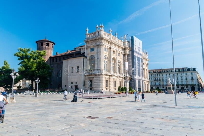 Vue de place de Piazza Castello avec Royal Palace photos stock