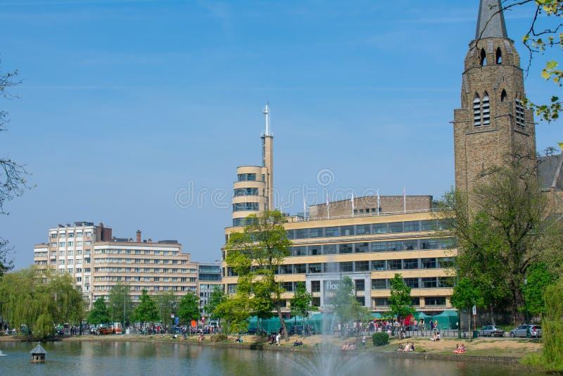 Vue de place publique de Flagey le jour ensoleill?, Bruxelles photo stock