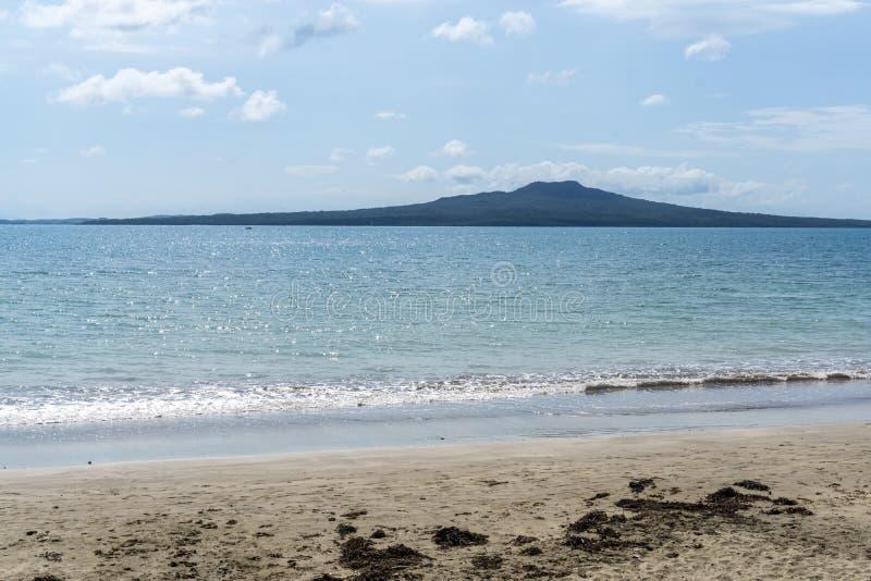 Vue de plage d'Auckland photos stock