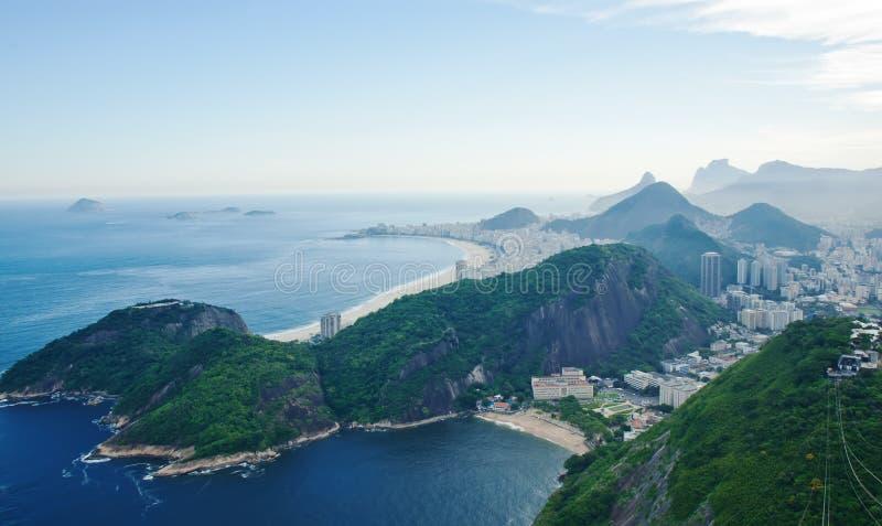 Vue de plage de Copacabana de pain de sucre dans le Rio de Janeiro image stock