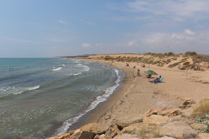 Vue de plage de del Segura Espagne de Puerto Guardamar de del de Faro photos libres de droits