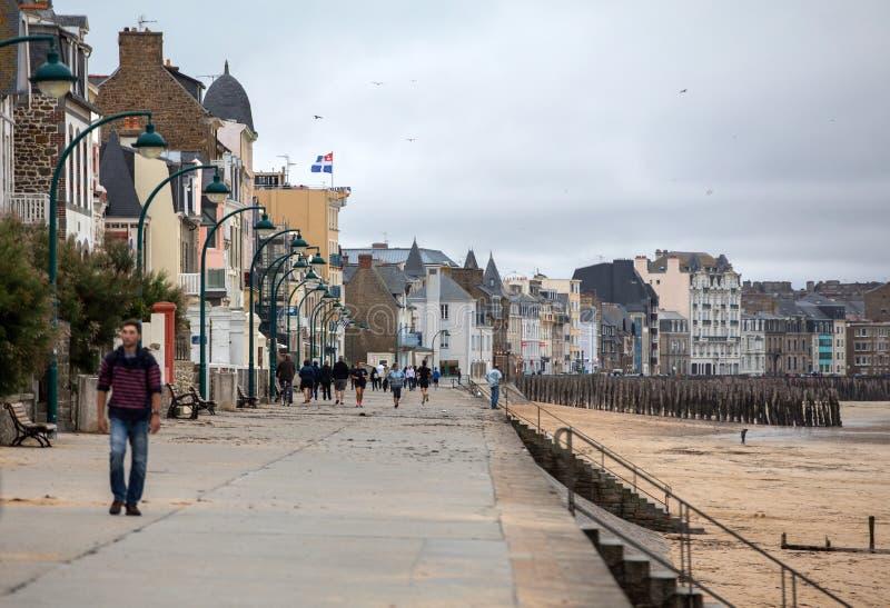 Vue de plage et de vieille ville de Saint Malo Brittany, France photos libres de droits