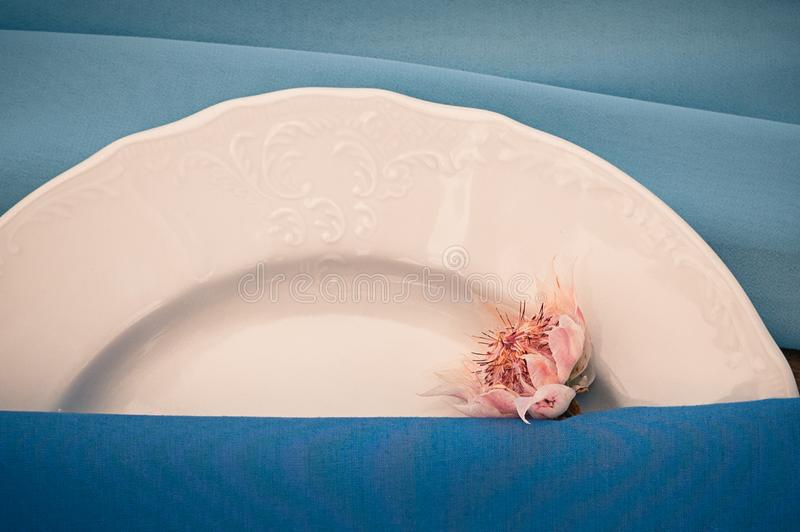 Vue de plan rapproché du mariage ou de tout autre arrangement approvisionné de table d'événement, la Floride image libre de droits
