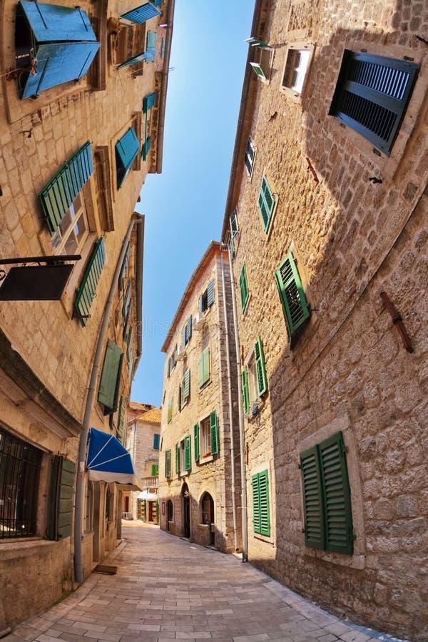 vue de Poisson-oeil de la vieille ville sur le fond de ciel photos libres de droits