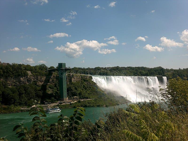 Vue de pont de chutes du Niagara photo stock