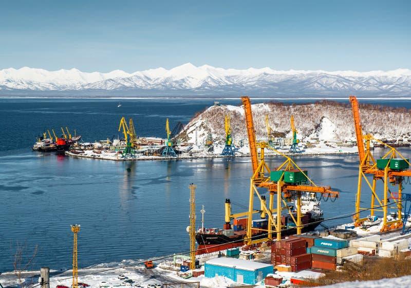 Vue de port de baie d'Avacha image stock